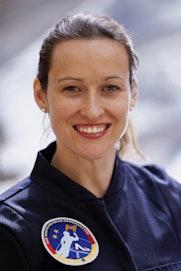 Portrait der AKAD-Absolventin und angehenden Astronautin Nicola Baumann