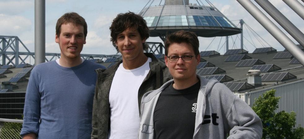 Die drei t3n-Gründer Martin, Jan und Andy im Jahr 2005. Aus ihrem ersten Office an der Expo-Plaza schicken sie massenhaft positive Vibes in die digitale Welt.